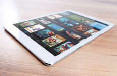 Pros and Cons of Tablets for Seniors